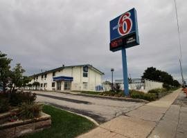 Hotel near General Mitchell Intl airport : Motel 6 Milwaukee South - Airport