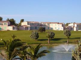 Hotel Photo: Le Golf De La Cabre D'Or