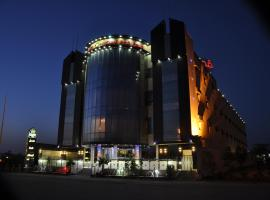 Hotel Photo: Al Bustan Crown Hotel 2