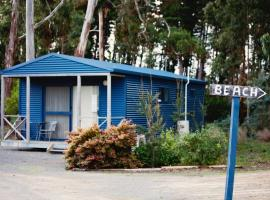 A picture of the hotel: Seven Mile Beach Cabin and Caravan Park