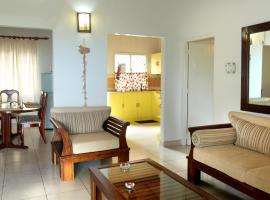 Hotel Photo: Golden Sands Villa, Wadduwa