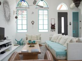 Hotel Photo: HolyGuest - Designer House with Rooftop terrace