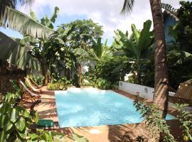 A picture of the hotel: Les bungalows d'Ambonara