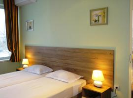 Hotel Photo: Guest Rooms Kom