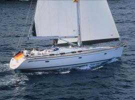 Hotel photo: Boat in Kalamaki (14 metres) 8