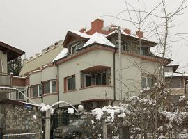 "Hotel Photo: Guest House ""Momchil"""