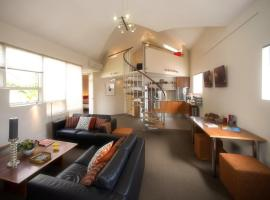 Hotel photo: TWOFOURTWO Boutique Apartments