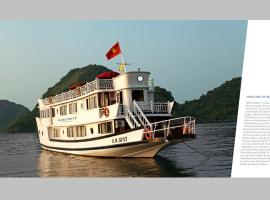 Marguerite Junk Ha Long Vietnam