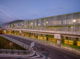 Hotel Photo: Tav Airport Hotel Izmir