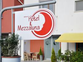 Hotel Photo: Hotel Mezzaluna