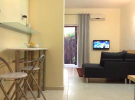 Hotel photo: ArendaIzrail Apartments - HaGolan Street 112