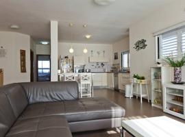 Hotel photo: Raanana Boutique Apartment Tulipe