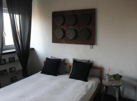 Hotel photo: Fatima Hendrix apartment