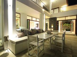 Hotel Photo: Phu Montra Luxury Sea View Mansion