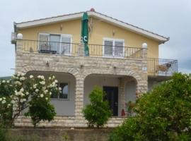 Hotel near  Split  airport:  Apartman Laura