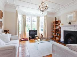 Hotel Photo: onefinestay - Wimbledon private homes