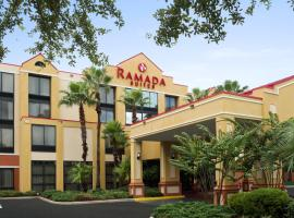A picture of the hotel: Ramada Suites Orlando Airport