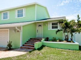 Hotel Photo: Key Lime Cottage East
