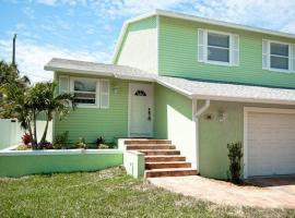 Hotel Photo: Key Lime Cottage West