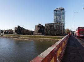 Hotel Photo: Veeve - Apartment with Gym - Grosvenor Road