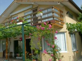 Hotel Photo: Philippa & Souzana Holiday Homes
