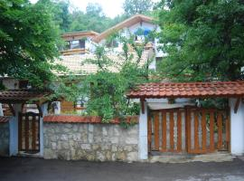 Hotel Photo: Rooms for Rent - Villa Desi