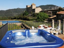 Hotel Photo: Castell de Riudabella