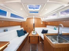 "Hotel Photo: Sailing Yacht Bavaria 33 ""Maestro"""