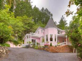 Hotel Photo: The Pink Mansion