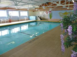 Hotel Photo: 22&24 Gower Holiday Village