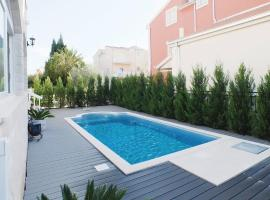 Apartment Kastel Stafilic with Outdoor Swimming Pool 350 Kaštela Croatia