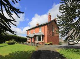 Hotel Photo: The Old Vicarage Dolfor