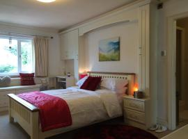 Hotel Photo: Halebarns House - Airport Boutique Guest House