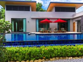 Hotel Photo: Villa Aroha by TropicLook