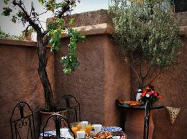 A picture of the hotel: Riad Zwiin