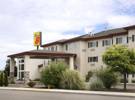 A picture of the hotel: Super 8 Central Point - Medford
