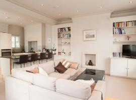 Hotel Photo: Veeve - Two Bed Maisonette in Chelsea