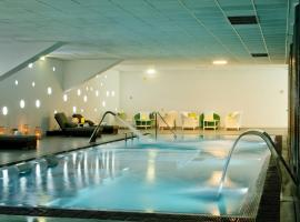 Hotel Photo: Open Village Sports Hotel & Spa Club