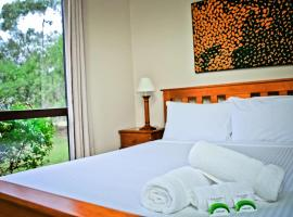 Hotel Photo: Twin Trees Country Cottages