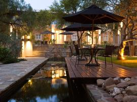 A picture of the hotel: The Village Courtyard Suites & Executive Apartment