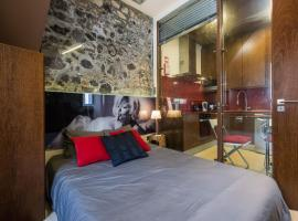 A picture of the hotel: Romantic Design Apartment