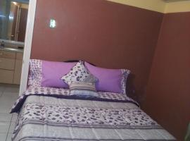 Hotel Photo: Guestrooms at Danishie's Place