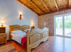 Hotel Photo: Rooms & Villas Nono Ban