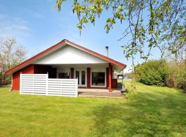 Hotel Photo: Hemmet Holiday Home 389