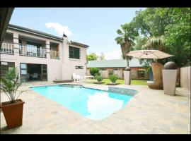 Hotel Photo: 2OpTerblanche Guesthouse