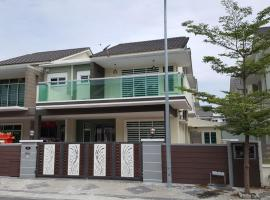 Hotel Photo: Ipoh Tiara Lake Park Home Stay