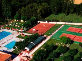 A picture of the hotel: Bungalows Camping Regio