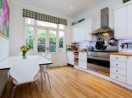 Hotel Photo: Veeve - Three Bed House on Stapleton Road - Wandsworth