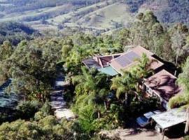 Hotel Photo: Hillside Country Retreat