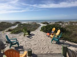 Hotel Photo: Sun N Fun Beachfront Vacation Rentals
